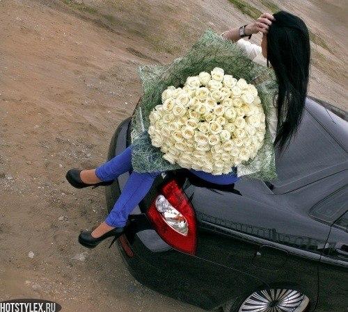 Фото девушек с цветами у машины