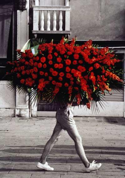 Мужик с цветами приколы