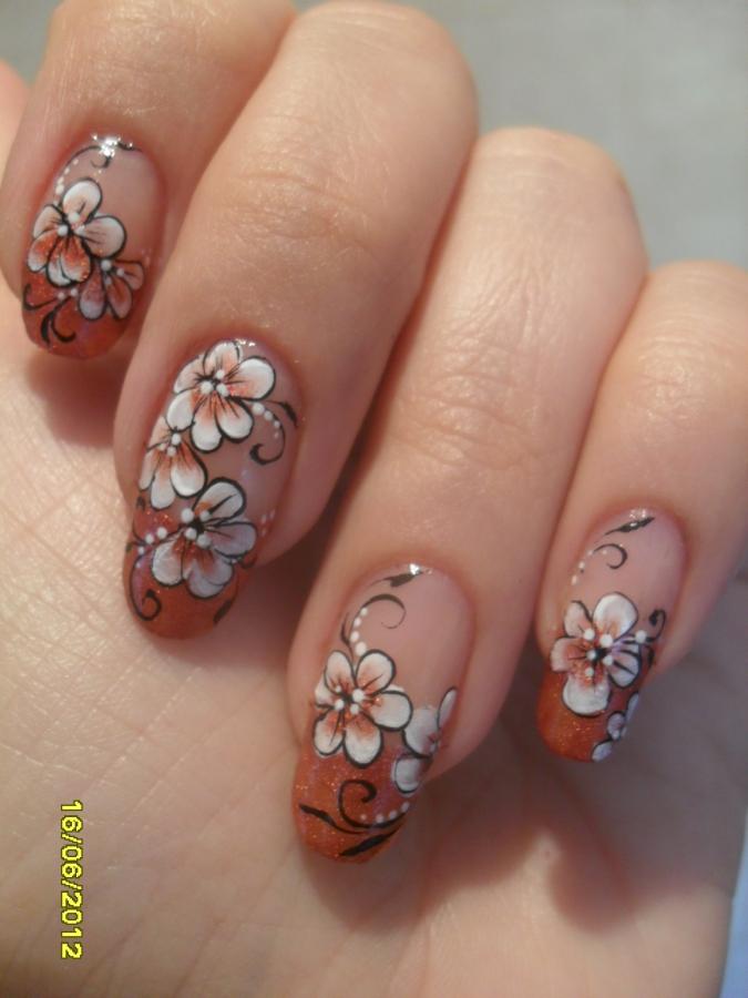 Рисунок на ногтях цветы фото