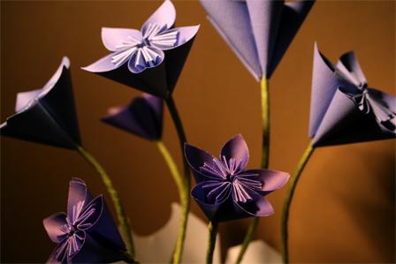 Цветы из цветной бумаги фото 7