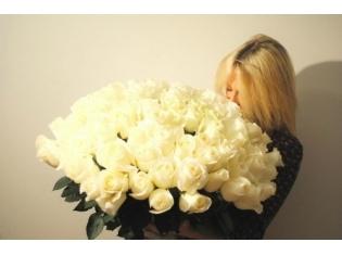 Картинки блондинки с цветами