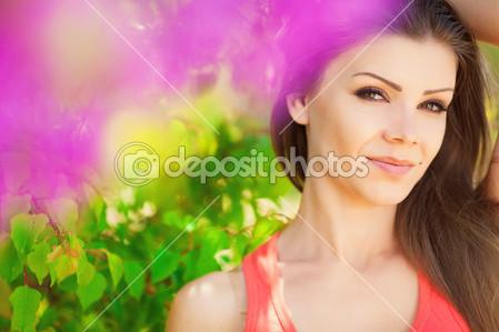 Скачать картинку девушка с цветами 7