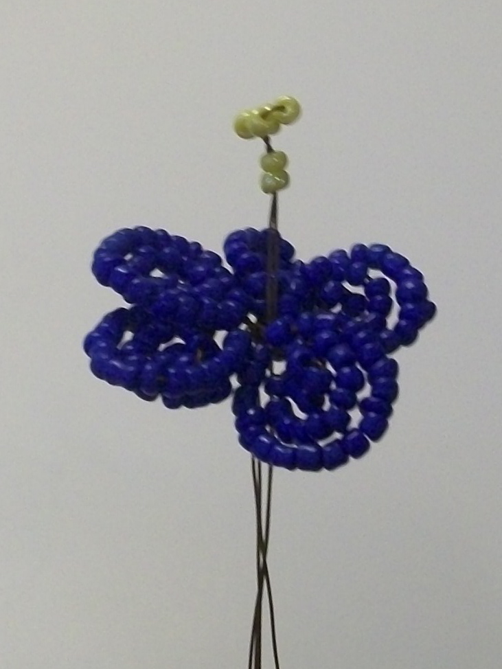 Для создания фиалки из бисера нам потребуется:-бисер 11: синий- 30 гр., зелёный- 50 гр., жёлтый- 1 гр...