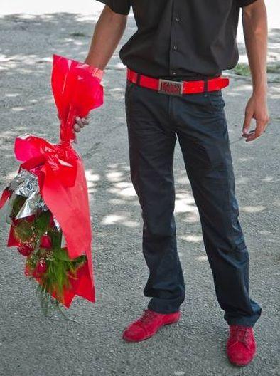 Парни с цветами на аву 44