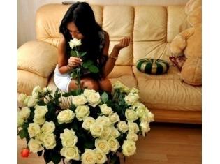 Фото девушки с цветами